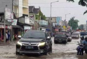 Pajero Menerjang Banjir 2